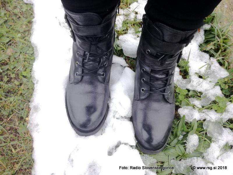 550 parov toplih čevljev za družine v stiski