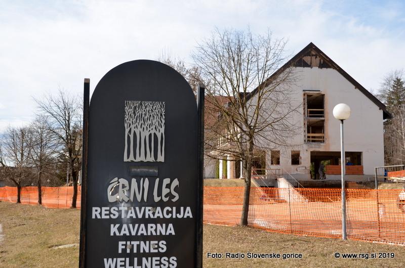 FOTO: Novi lastnik že ureja objekt nekdanjega hotela Črni les v Zamarkovi