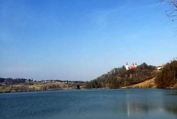 Pri Trojiškem jezeru gradijo umetno plezalno steno