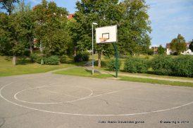 FOTO: Bodo tudi igrišče v lenarškem mestnem parku kmalu preplastili z umetno maso?