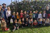 FOTO/VIDEO: Otroci lenarškega vrtca sodelovali na radijski trgatvi