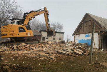 FOTO: Sanje družine Vasle so se začele uresničevati - na mestu stare cimprače so že temelji nove nizkoenergijske hiše